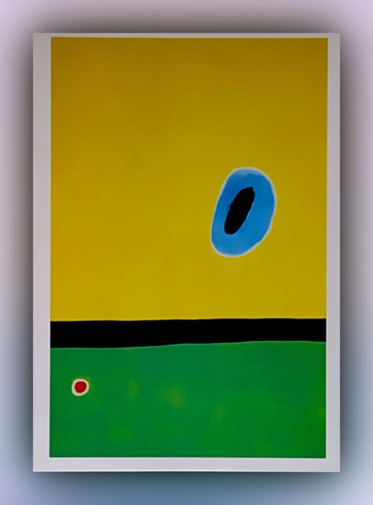 Joan Miró - Der von Goldblau umkreiste Flügel der Lerche kommt wieder zum Herzen des Klatschmohns, der auf der diamantengeschmückten Wiese schläft - Postkarte