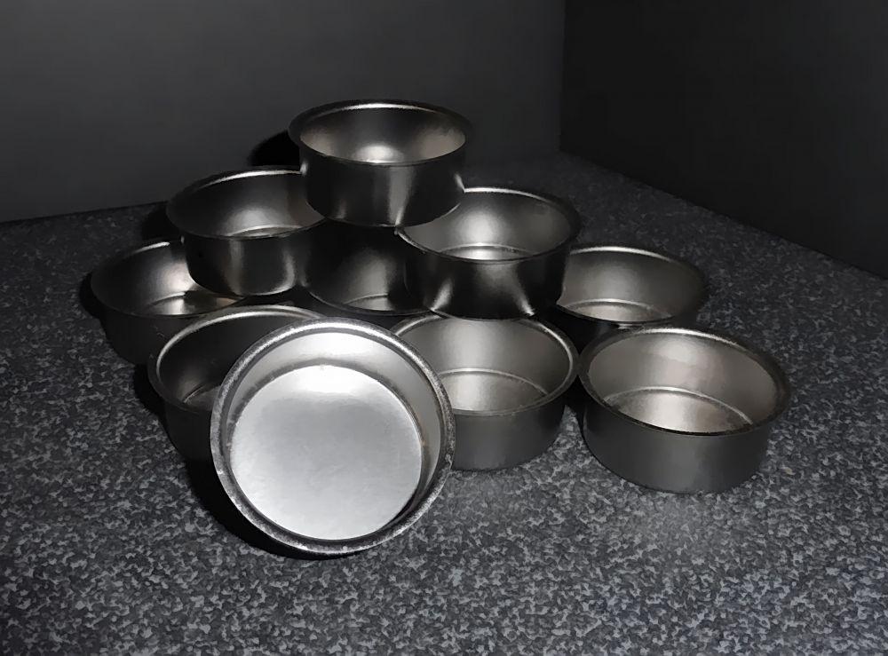 10 silberfarbene Teelichthalter aus Metall Blecheinsatz Tülle