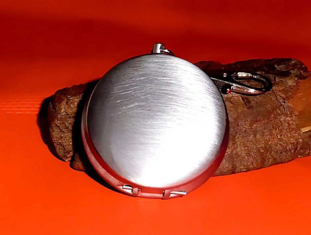 Mini-Aschenbecher mit Deckel als Schlüsselanhänger
