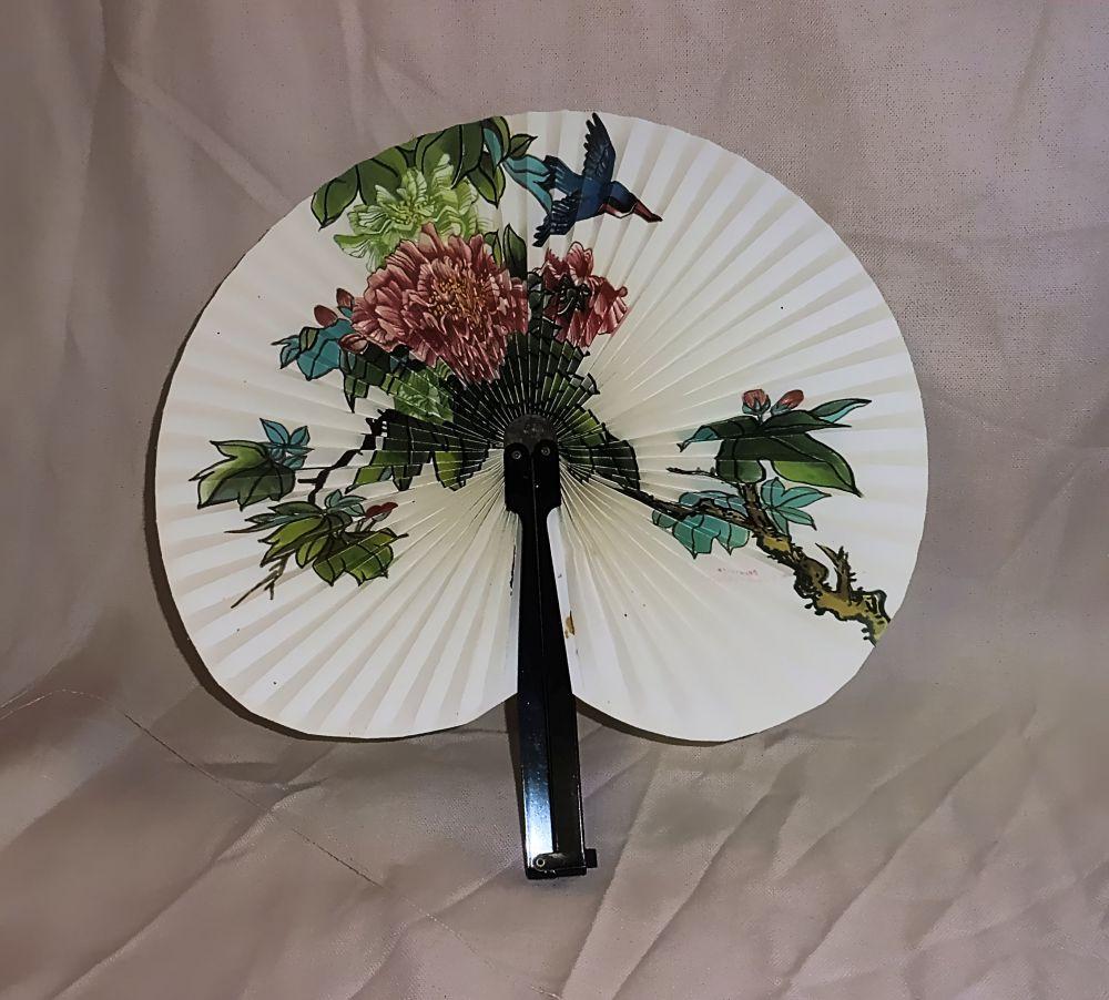 Fächer mit Blumen und Vogelmotiv