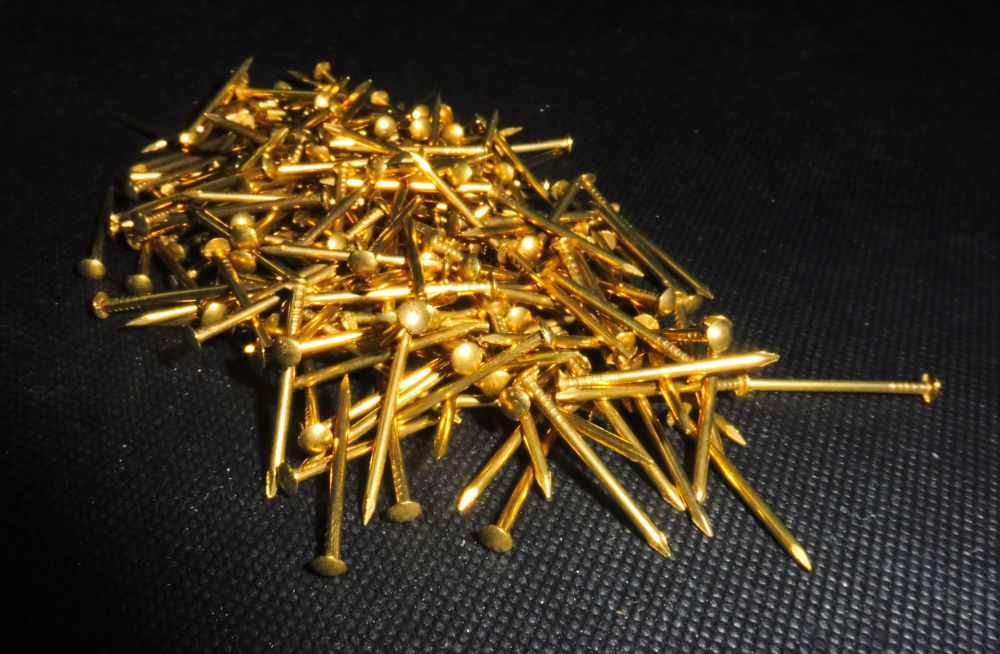 46 Gramm goldfarbene Ziernägel Dekonägel